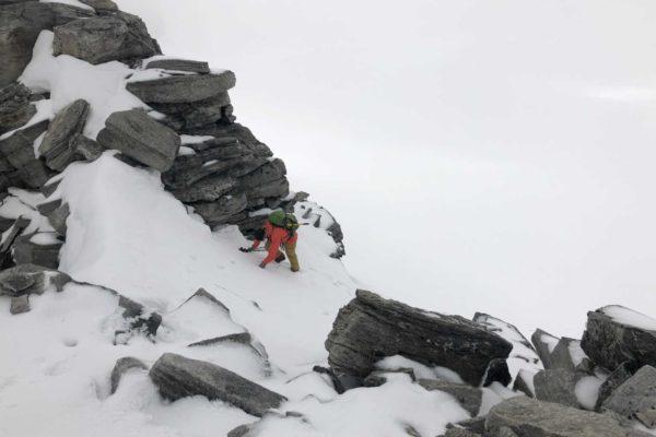 Sandro beim Einstieg zum Gipfelgrat auf ca 3350m