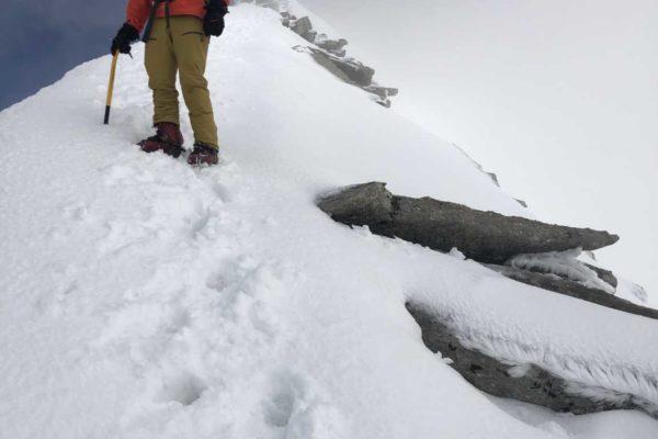 Sandro bei Abstieg auf dem Gipfelgrat