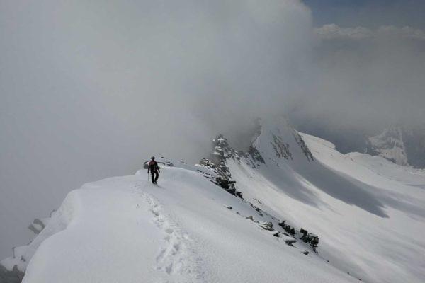 Christian beim Abstieg am Gipfelgrat